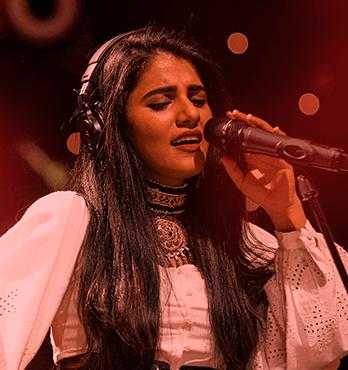 Gallery > Singers > Qurat-ul-Ain Balouch > Qurat-ul-Ain